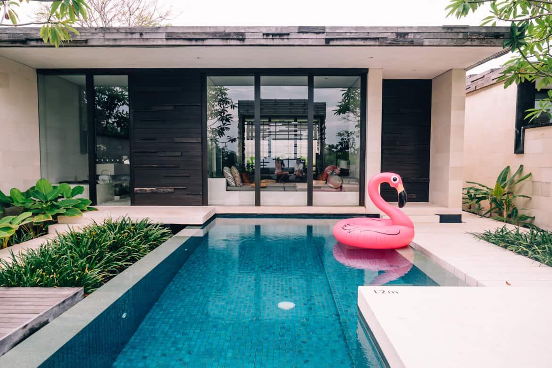 Uluwatu - Tempel, einsame Buchten und der schönste Infinity-Pool auf Bali - Alila Villas Uluwatu, Privatpool