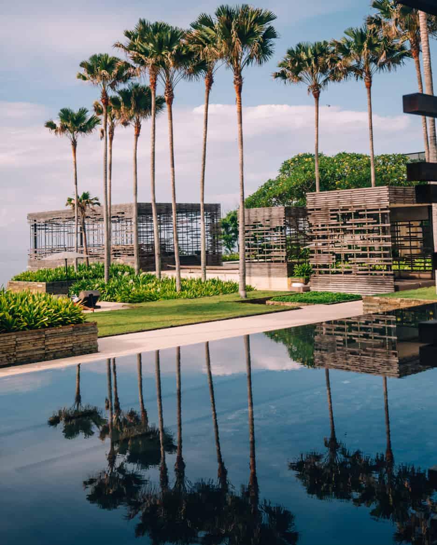 Uluwatu - Tempel, einsame Buchten und der schönste Infinity-Pool auf Bali - Alila Villas Uluwatu, Rezeption
