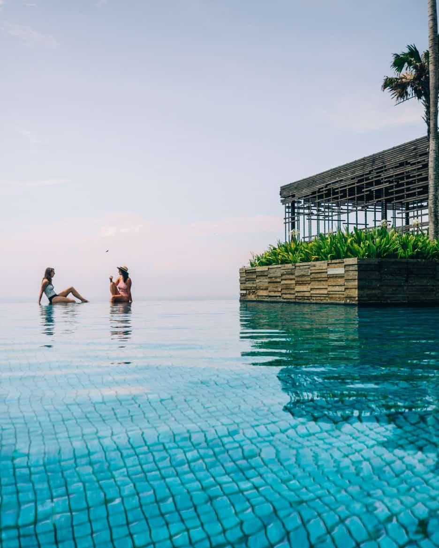 Uluwatu - Tempel, einsame Buchten und der schönste Infinity-Pool auf Bali - Alila Villas Uluwatu Infinity Pool