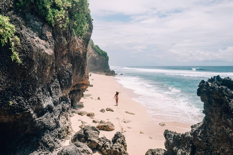 Uluwatu - Tempel, einsame Buchten und der schönste Infinity-Pool auf Bali - Alila Villas Uluwatu, Strand