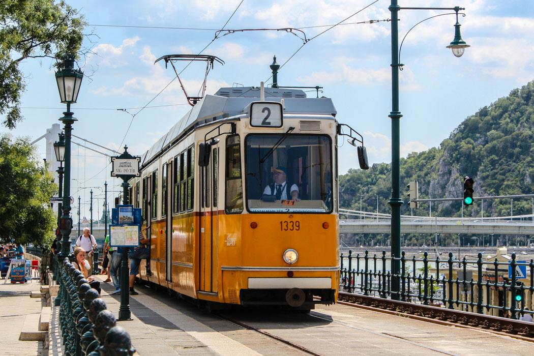 Budapest To Go Eine Stadtrundfahrt Mit Der Linie 2
