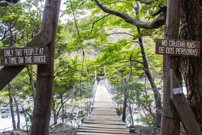 Torres del Paine W-Trek: Alle Infos, Tipps & Erfahrungen - Hängebrücke vor dem Camp Italiano
