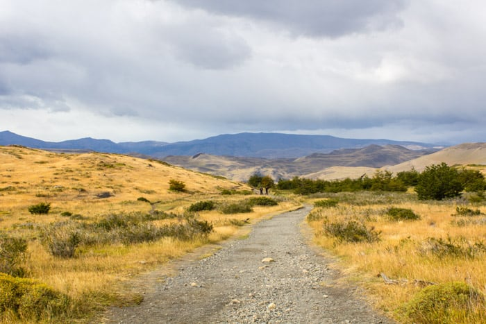Torres del Paine W-Trek: Alle Infos, Tipps & Erfahrungen -  Fast geschafft: Abstieg zum Hotel Las Torres vom Camp Torres