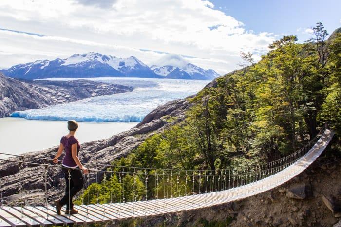 Torres del Paine W-Trek: Alle Infos, Tipps & Erfahrungen - Hängeseilbrücke vor dem Grey Gletscher