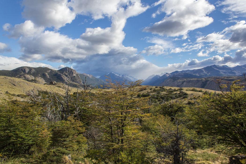 El Chaltén - Wanderung zum Loma del Pliegue Tumbado - dichte Wolken über dem Fitz Roy Massiv