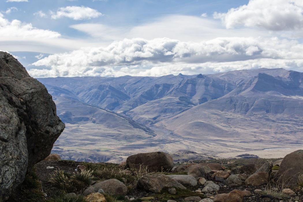 El Chaltén - Wanderung zum Loma del Pliegue Tumbado - Aussicht auf das Umland