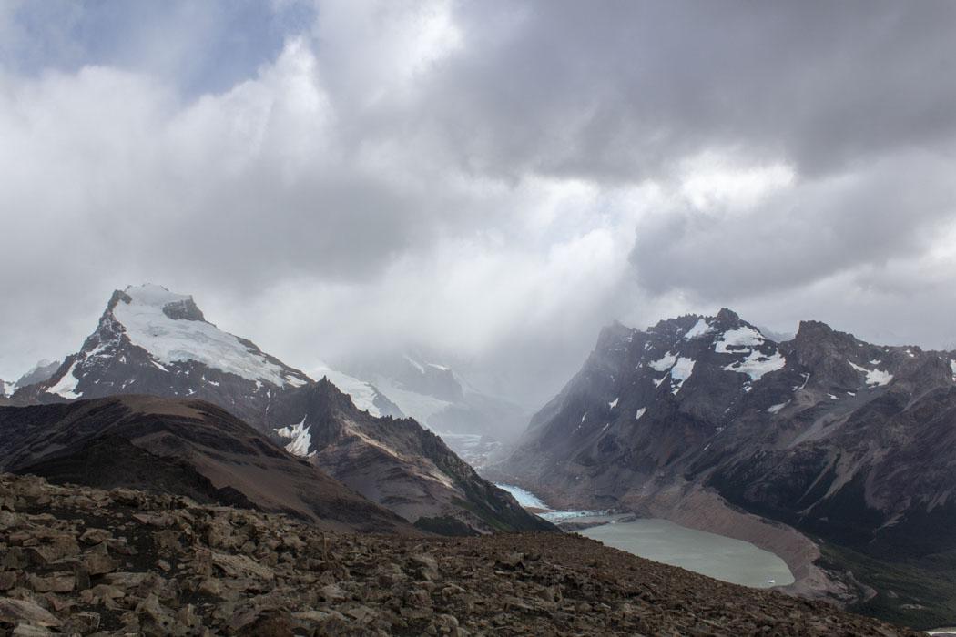 El Chaltén - Wanderung zum Loma del Pliegue Tumbado - Blick auf die Bergwelt mit ihren Gletschern