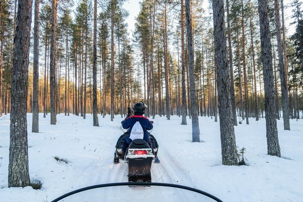 Schwedisch Lappland - 7 Abenteuer, die du erleben musst! z.B. unterwegs mit dem Schneemobil