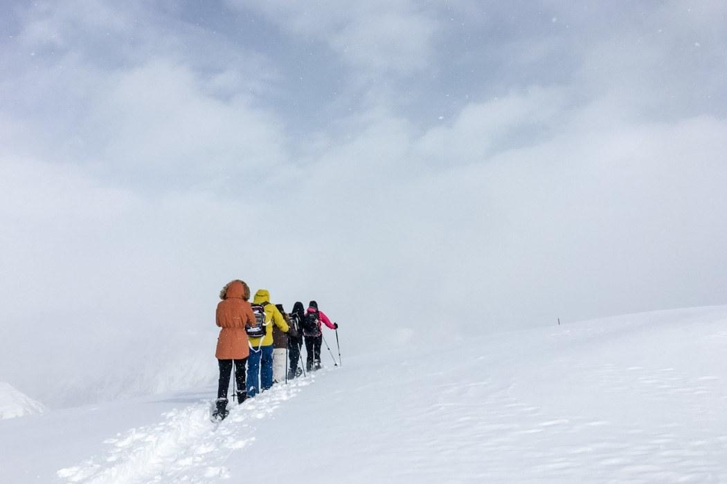 St. Moritz & das Rezept für ein perfektes Schneewochenende: Muottas Muragl Schneeschuh Wanderung Gruppe