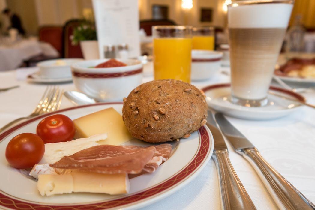 St. Moritz & das Rezept für ein perfektes Schneewochenende: Kulm Hotel St. Moritz, Frühstück