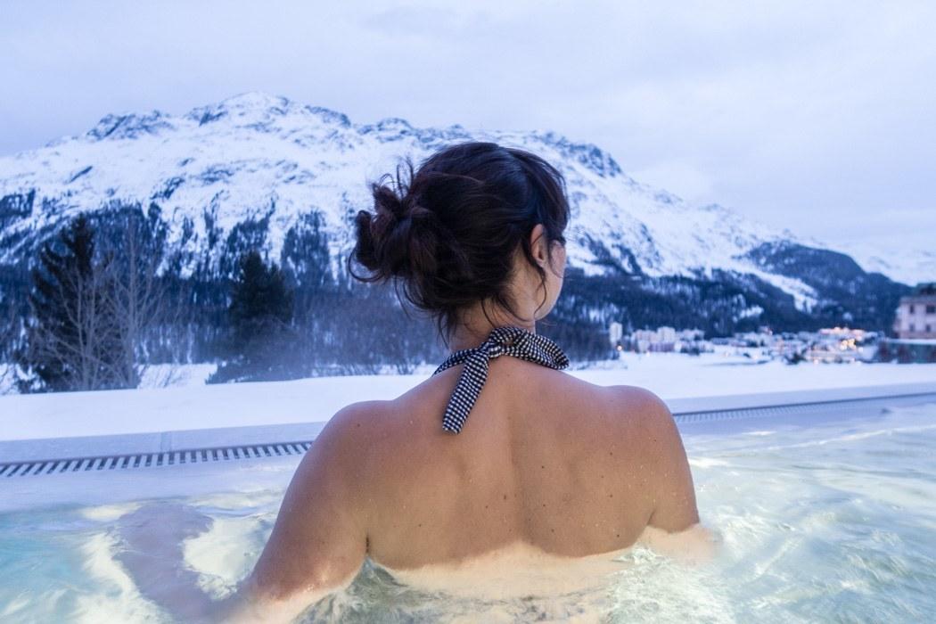 St. Moritz & das Rezept für ein perfektes Schneewochenende: Kulm Hotel St. Moritz, Baden im Infinity Pool