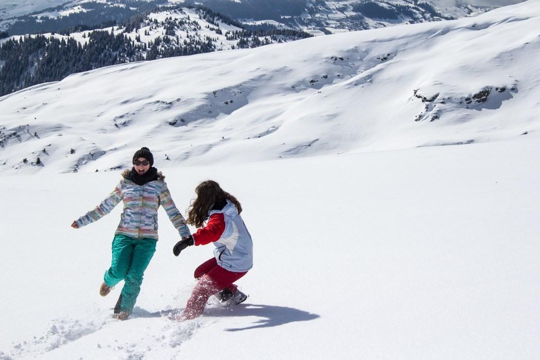 #DiscoverLaax - Winter Fun, Freestyle & Genuss: Spaß beim Schneewandern im Skigebiet