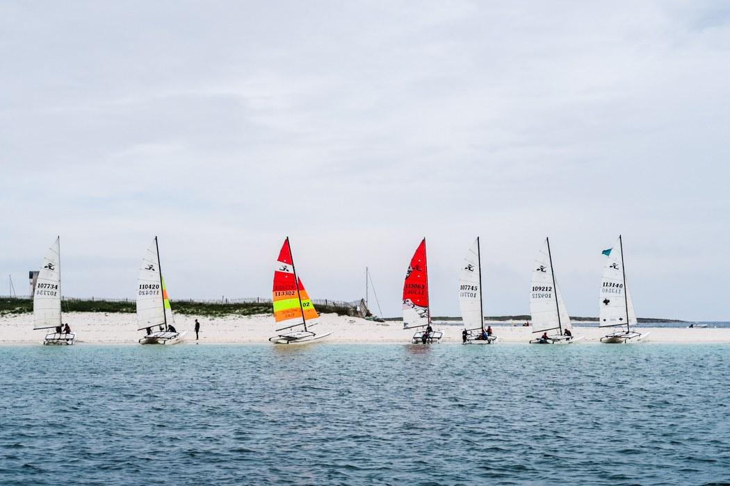 """Glénan Archipel - Kurs auf die """"Südseeinseln"""" der Bretagne: Bunte Seegelboote"""