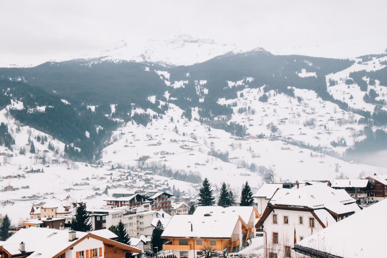 Jungfrau Region / Schweiz - Ausblick auf das schneebedeckte Grindelwald
