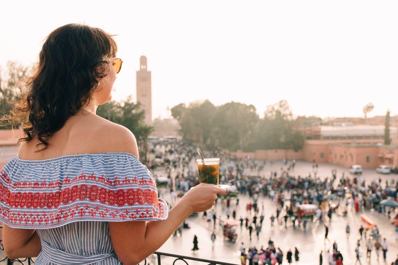 Marrakesch Guide – Tipps, Ausflüge, & Sehenswürdigkeiten {Marokko}: Café de France, berühmtes Café am Rand des Djemaa el Fna