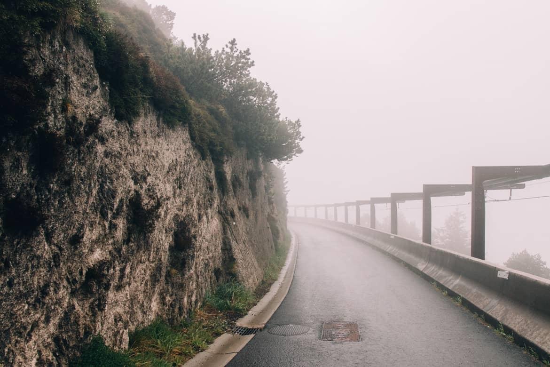 Auvergne - Wandern am Puy de Dôme: der Weg hinab