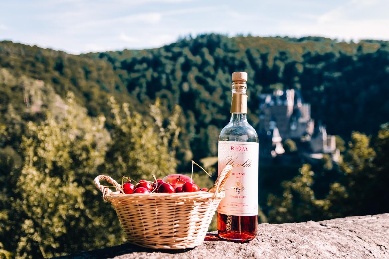 Lebe jeden Moment | Burg Eltz mit Rioja