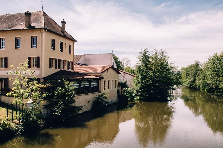Burgund - Mittagessen am Fluss Grosne in Cluny
