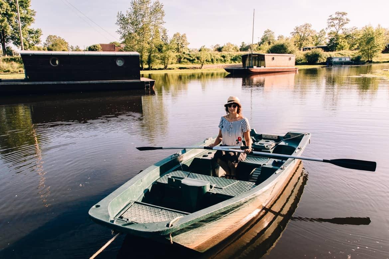 Burgund - Hausbooturlaub im Dorf La Toue Cabanée in Chavannes: mit dem Ruderboot zum Checkin
