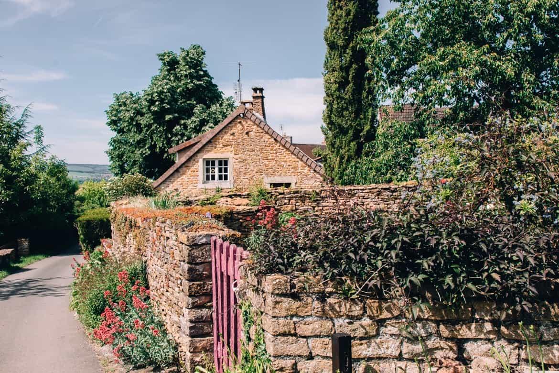 Burgund - Radtour auf dem Voie Verte von Cluny nach Cormatin: das Dorf Ameugny