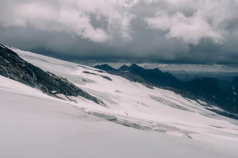 Großvenediger Besteigung: Gletscher mit Spalten beim Abstieg