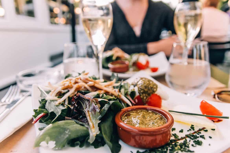 Troyes - Ein Tag im Herzen der Champagne: Essen im Restaurant La Barge am Canal de Trévois