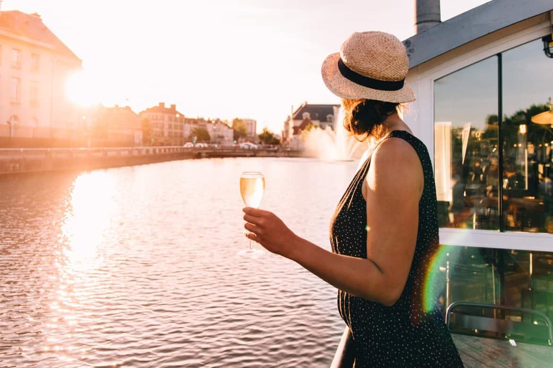 Troyes - Ein Tag im Herzen der Champagne: Sonnenuntergang im Restaurant La Barge am Canal de Trévois