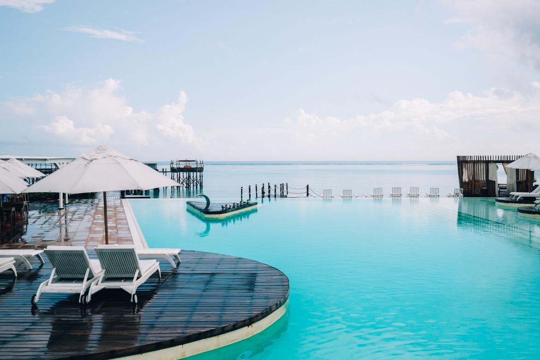 Sansibar - Tipps, Ausflüge und Must-Sees für die Trauminsel in Tanzania: Der Infinity Pool des Essque Zalu Zansibar