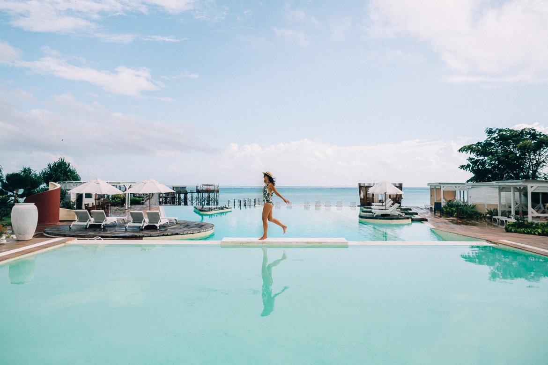 Sansibar - Tipps, Ausflüge und Must-Sees für die Trauminsel in Tanzania: Spaß am Infinity Pool des Essque Zalu Zansibar