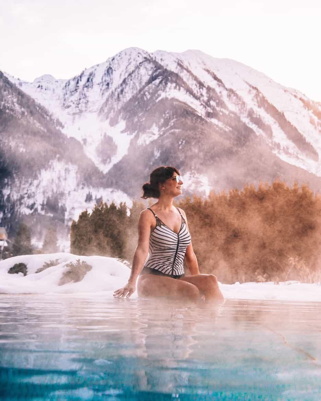Hotpool mit Bergblick im Hotel Sonnhof