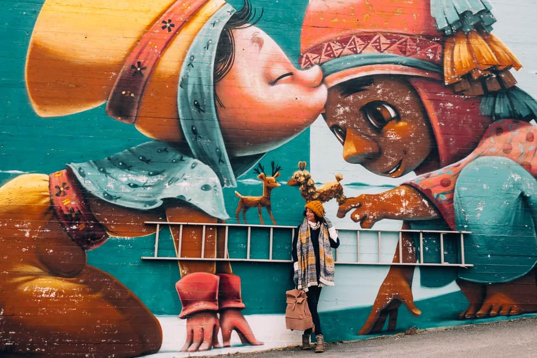 """Bodø - Nordlichter, Streetart & unbändige Natur in Nordnorwegen - Streetart """"Kiss between Cultures"""""""