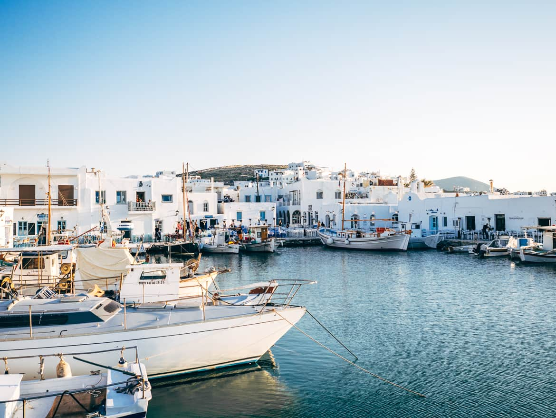 Urlaub auf Paros - Inselhopping auf den Kykladen: Hafen von Naoussa