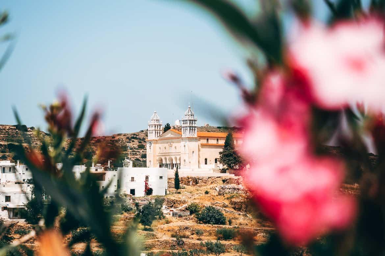 Urlaub auf Paros - Inselhopping auf den Kykladen: Die byzantinische Kirche Agia Triada Heiligen Dreifaltigkeit in Lefkes