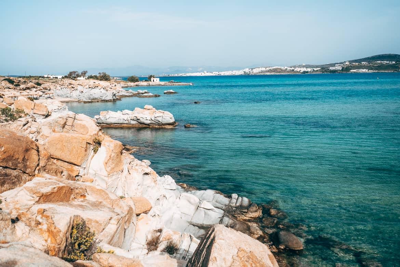 Urlaub auf Paros - Inselhopping auf den Kykladen: Am Kolimbrythes Beach bei Naoussa