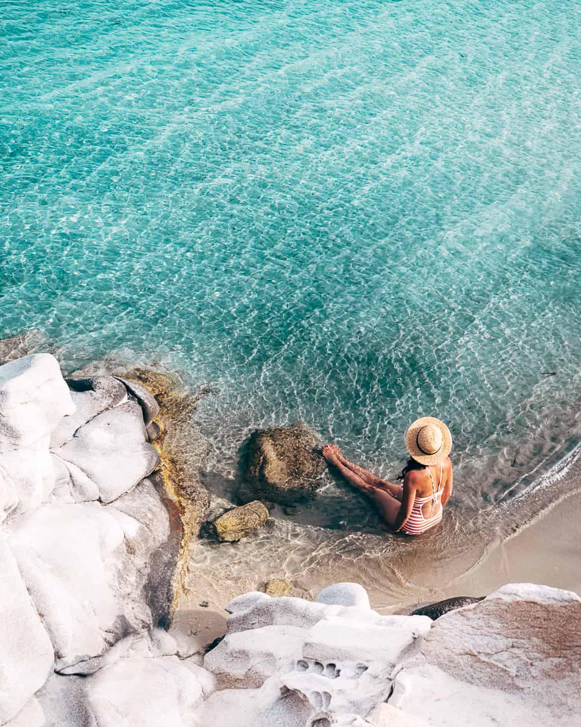Urlaub auf Paros - Inselhopping auf den Kykladen: Perfekt türkieses Wasser am Kolimbrythes Beach bei Naoussa