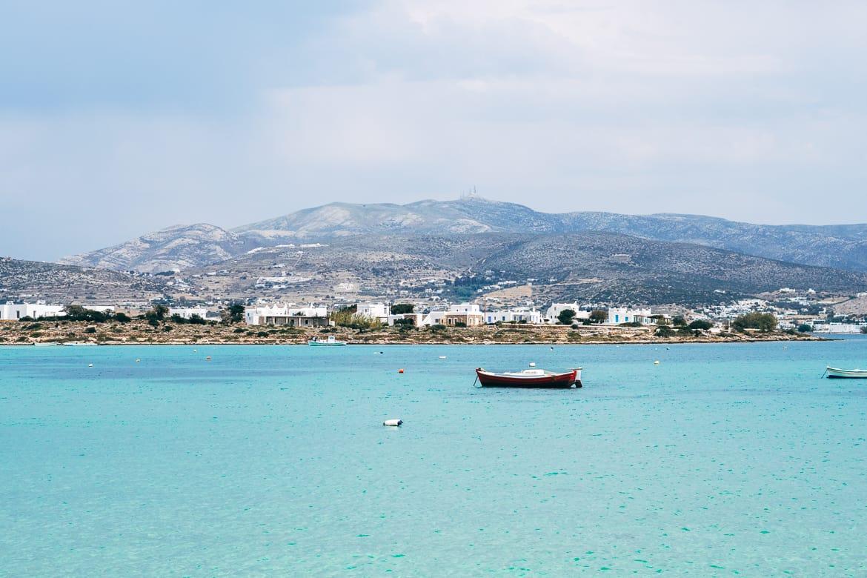 Geheimtipp Antiparos - Inselhopping auf den Kykladen - Blick nach Paros