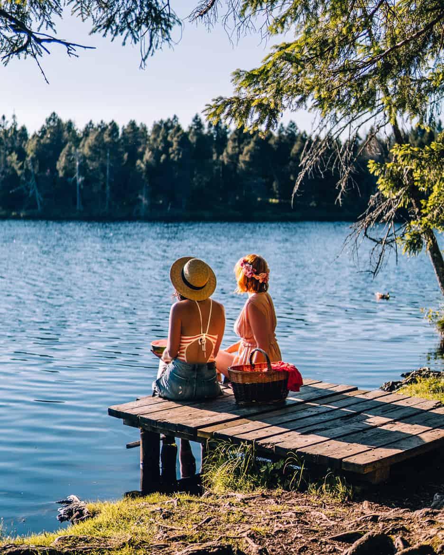 Jura & Drei-Seen-Land - 6 besondere Orte zum Natur genießen - Sommerabend am Etangs de la Gruère