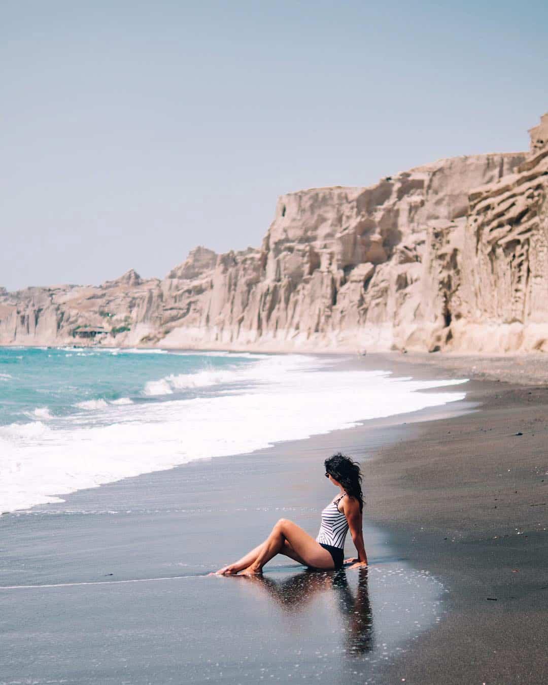 Santorini Travel Guide: Baden am ruhigen Vlychada Beach