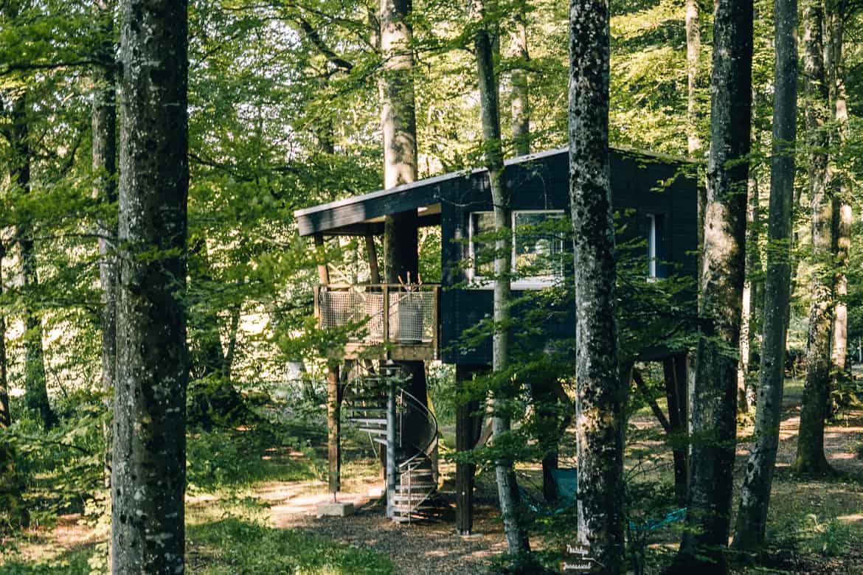 Jura & Drei-Seen-Land - 6 besondere Orte zum Natur genießen - Übernachten im Baumhaus (Les Cabanes du Mont)