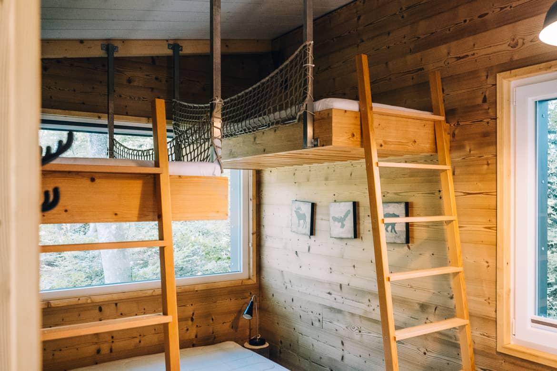 Jura & Drei-Seen-Land - 6 besondere Orte zum Natur genießen - Übernachten im Baumhaus (Les Cabanes du Mont): Im Inneren