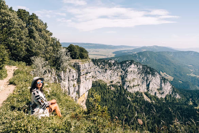 Jura & Drei-Seen-Land - 6 besondere Orte zum Natur genießen - Aussicht genießen am Felsenzirkus Creux du Van