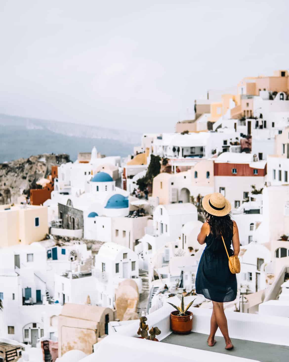 Santorini Travel Guide: Aussicht genießen in Oia