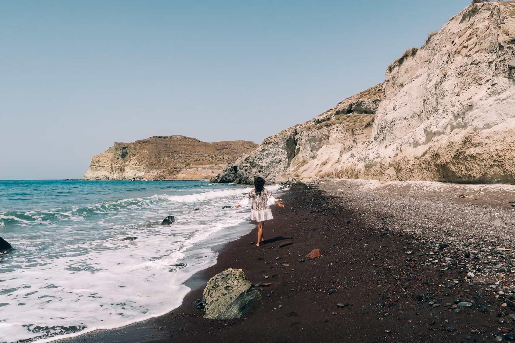 Santorini Travel Guide: Spazieren am Kokkini Paralia / Red Beach