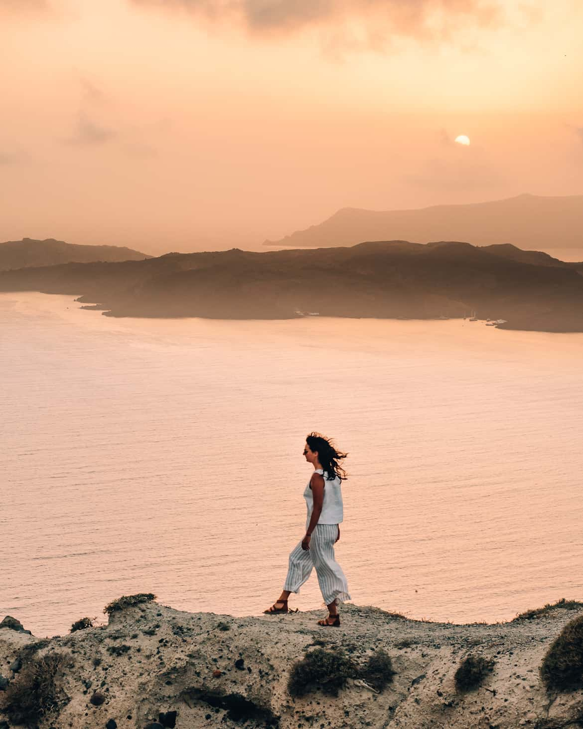 Santorini Travel Guide: Sonnenuntergang in Fira