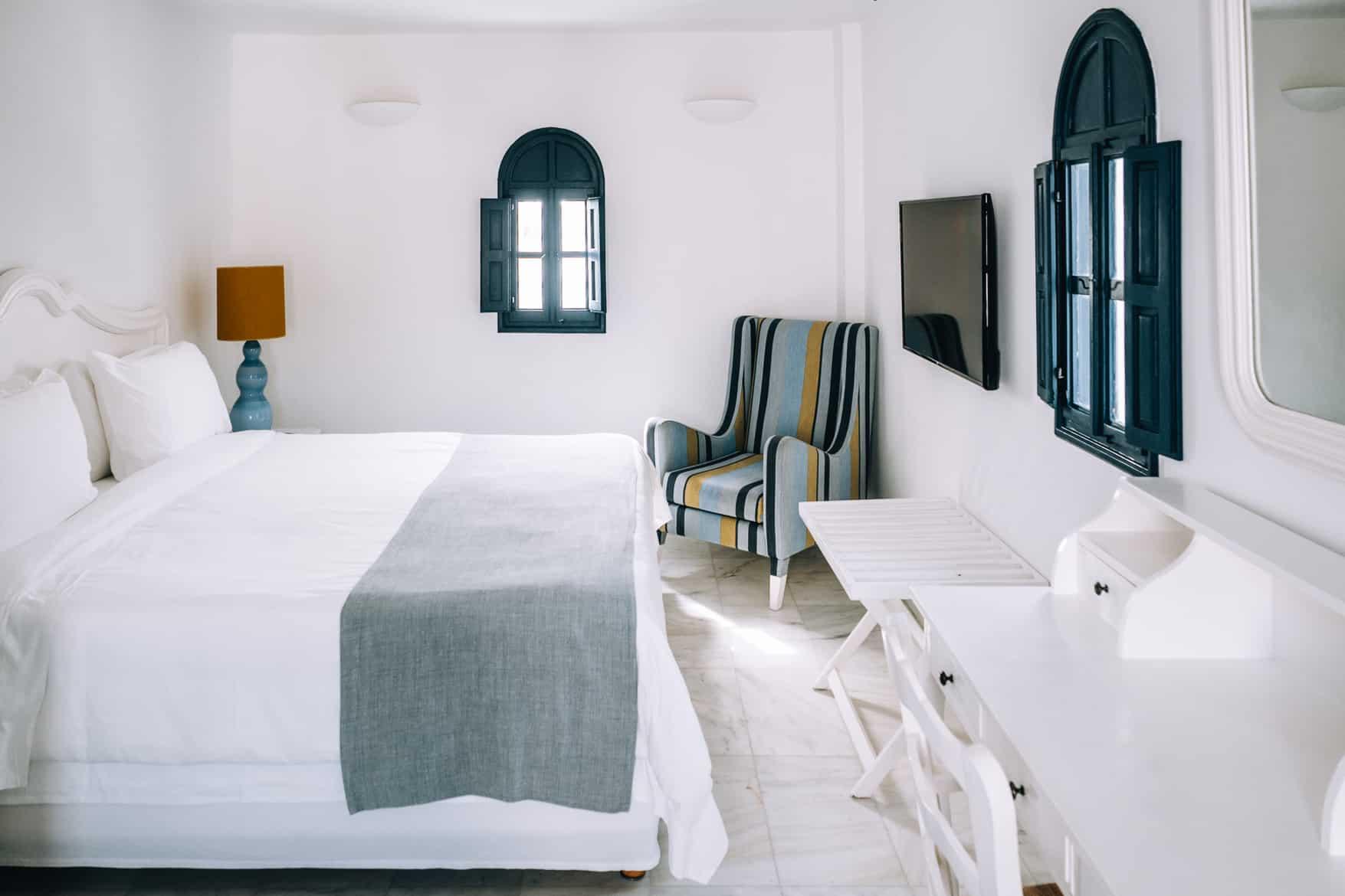 Santorini Travel Guide: Vendema Resort, Schlafzimmer
