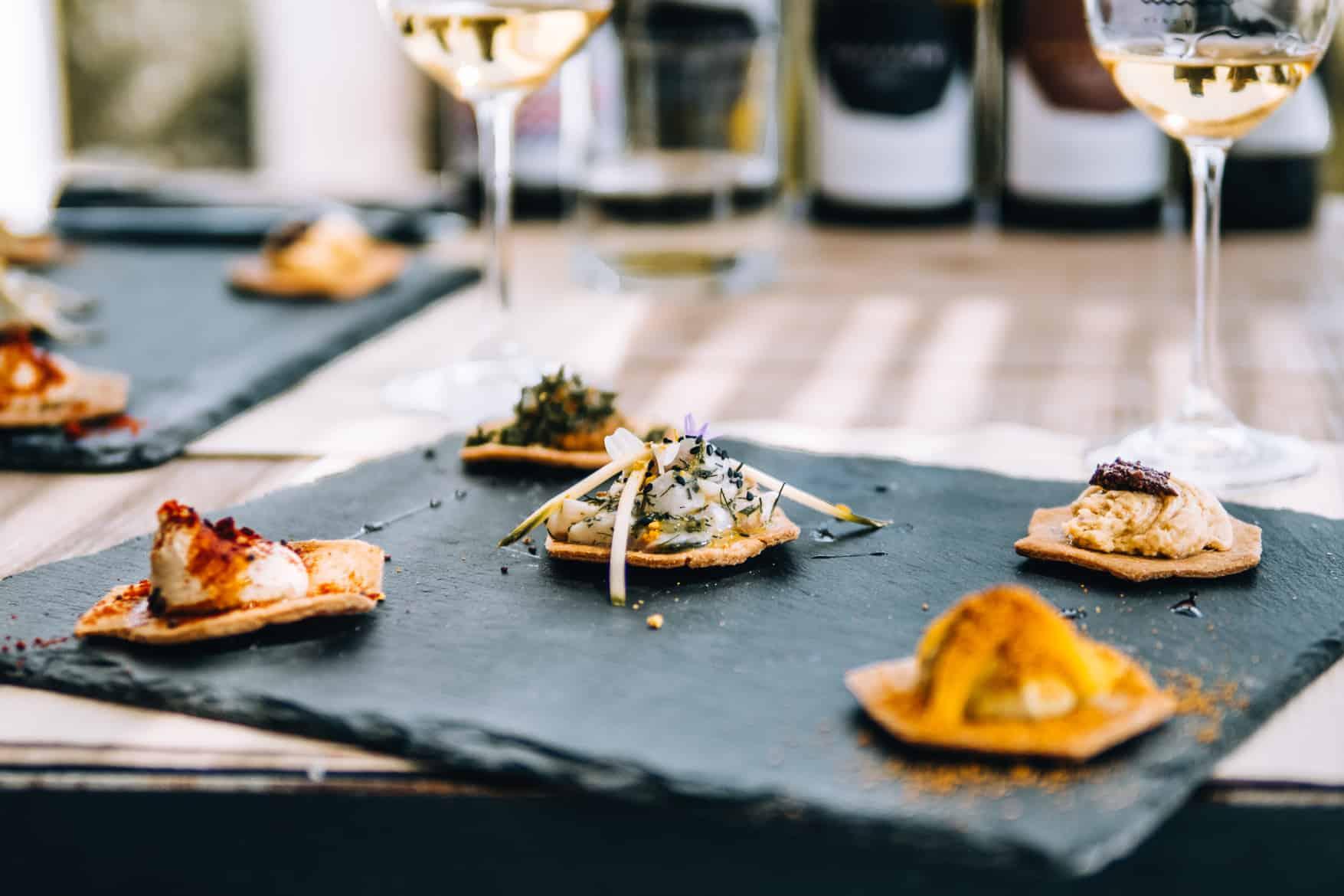 Santorini Travel Guide: Kleine Häppchen zur Weinprobe in der Vassalitis Winery