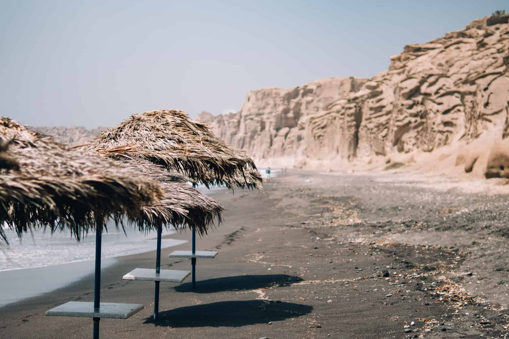Santorini Travel Guide: Der ruhige Vlychada Beach
