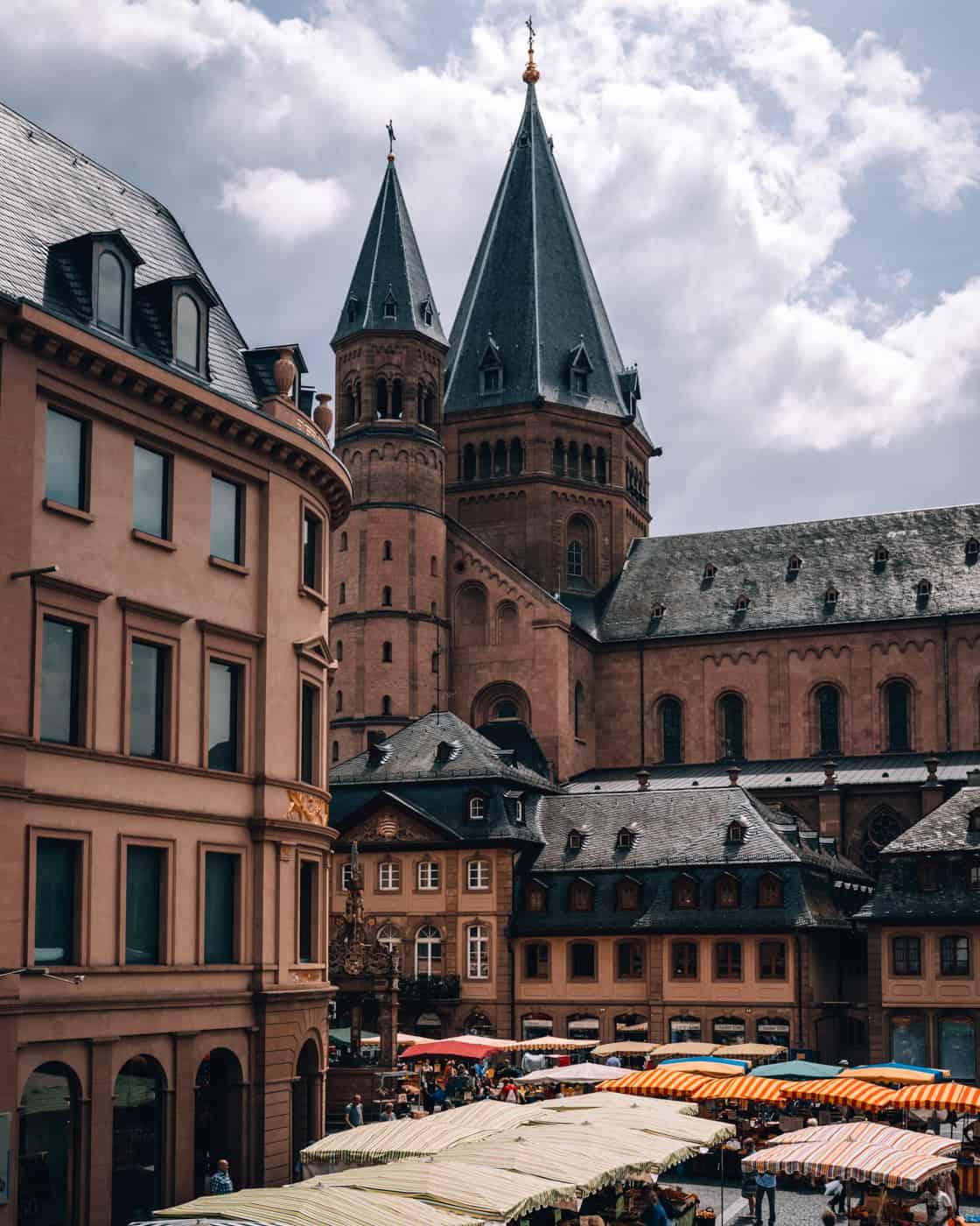 Mainz - Sehenswürdigkeiten, schönste Ecken, Essens- & Insider Tipps: Mainzer Wochenmarkt auf den Domplätzen