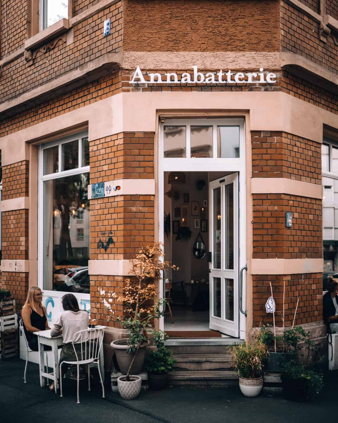 Mainz - Sehenswürdigkeiten, schönste Ecken, Essens- & Insider Tipps: Rund um den Gartenfeldplatz - Café Annabatterie