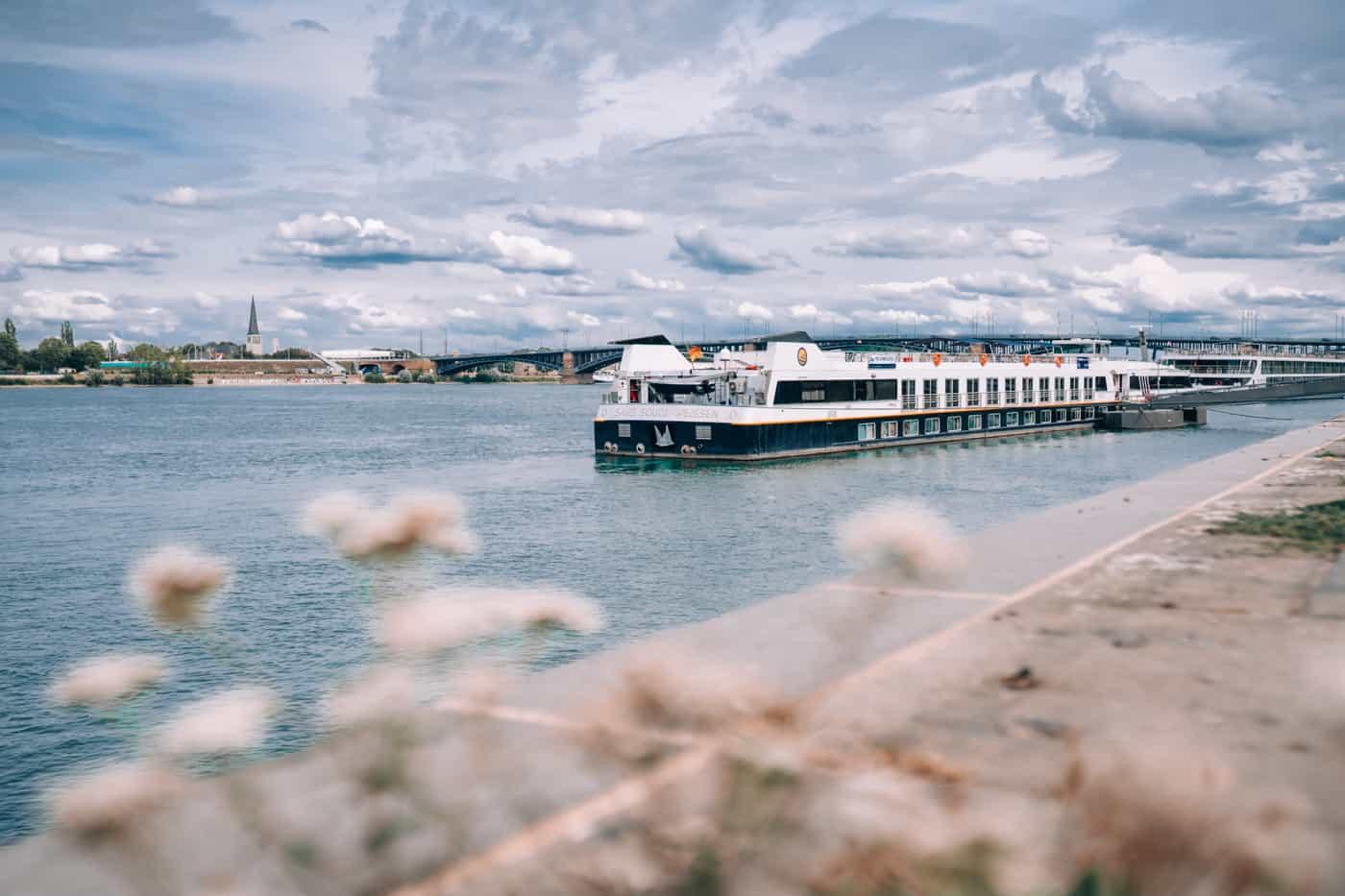 Mainz - Sehenswürdigkeiten, schönste Ecken, Essens- & Insider Tipps: Rheinpromenade in Mainz